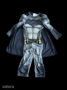 Kb 4 évesre izmosított Batman jelmez palásstal - ÚJ