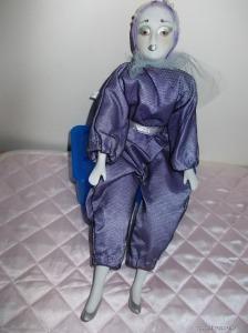 LEÁRAZVA ! Különleges Porcelán baba 40 cm ezüst kozmetika, ezüst cipő
