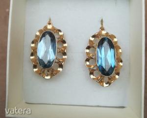 Exklúzív, extra nagy 14K Sárga arany fülbevaló kék színü cirkónia kővel.