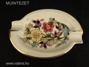 Bűbájos Zsolnay porcelán hamutál - krémszínű alap, dús virágdekor