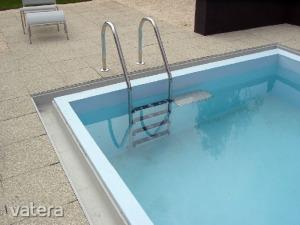 ÚJSZERŰ!!! HARMADÁRON!!! Nagyívű saválló rozsdamentes 3 fokú medence létra medencelétra