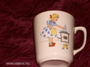 Antik teás csésze jelenetes