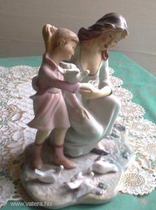 Anya lányával padon űlve galambokal kerámia szobor