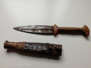 Afrikai tőr varrott bőr tokban- 22 cm, cca 1850-1900