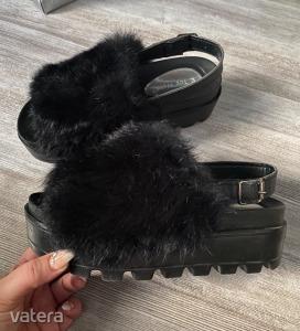Fluffy Slippers fekete műszőrmés platform szandál EUR 39
