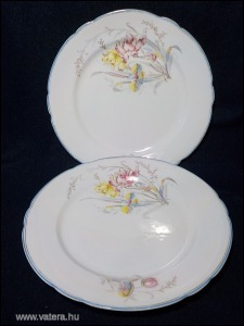 Antik fehér virágos porcelán tányér pár