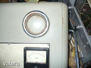 Lengyel gyártmányú elektroncsöves fizikoterápiás orvosi műszer Diadynamic - Aukció Kép