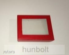 Ablakos fekete doboz 65x80x25 mm- piros