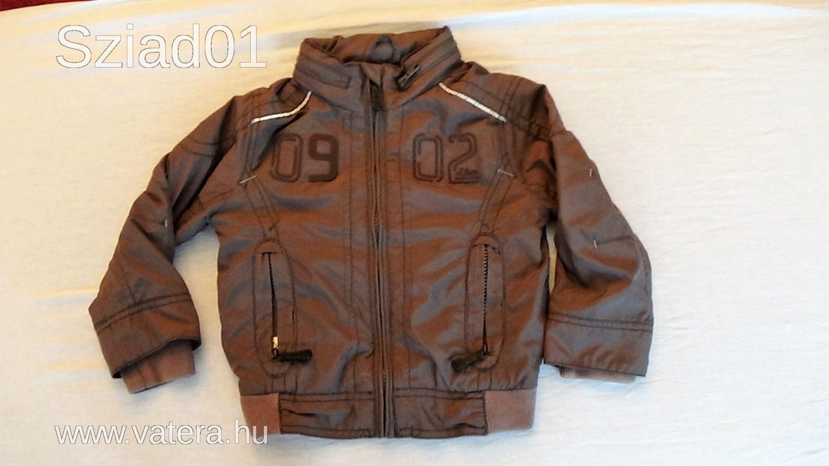 d74679ac45 S. Oliver fiú átmeneti kabát dzseki kiskabát vékony béléssel nyakban  kapucnival 92 98 - Aukció