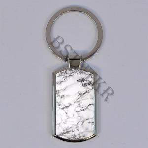 fehér márvány mintás elegáns fém kulcstartó