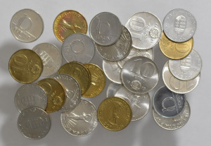 1971 - 2000  forgalmi 10 forint sor  ( 27 db ) szinte mind UNC   SN49