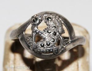 Antik Ezüst Gyűrű Markazitokkal,Kislányt Virággal a Kezében Formáz
