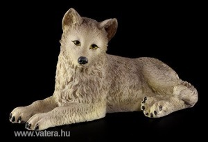 Fekvő farkas szobor